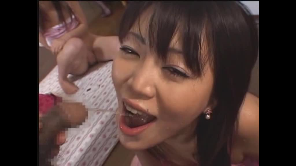 【ギャル】男のオシッコをゴクゴク飲んじゃうビッチなギャル