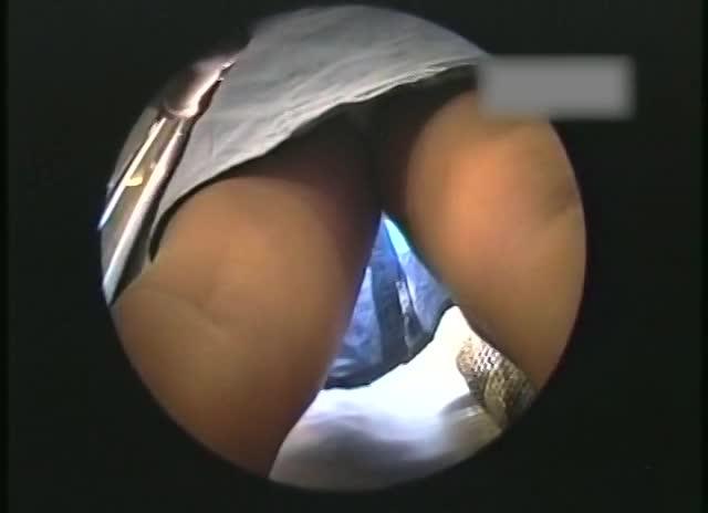 【パンチラ盗撮動画】超絶美少女も発見!隠しカメラ持参して電車に乗り込み通学中の制服JK達をリアル逆さ撮りw