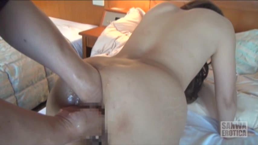 拡張調教の末に10センチアナルプラグの肛門挿入に成功したマゾ人妻!