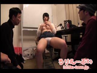 【巨乳】おっぱいにヨダレだらだら垂らしながら乳首を弄る美少女