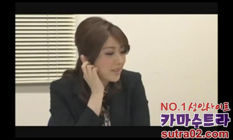 【羽田あい】長身美女の上司が部下に会議中にパンティを脱いでクンニさせる