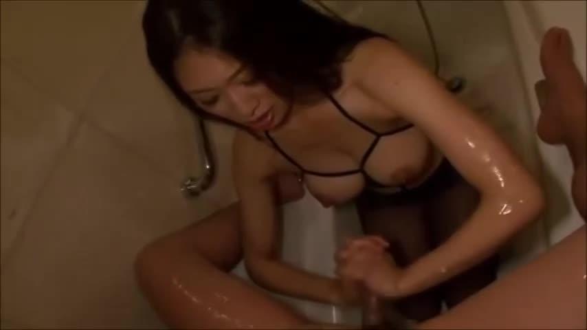 小早川怜子 M男を湯船に浸からせて手コキ&フェラでたっぷり射精させる痴女。